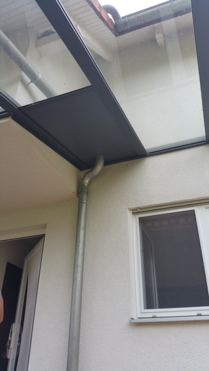 direkter Durchfluß der Hausdachentwässerung durch ein Dachsegment